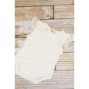 Lincoln&Lexi Flutter Sleeve Onesie(White)