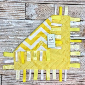 "Lincoln&Lexi Embossed Chevron Fun-Yellow 16""x16"" Ribbon"
