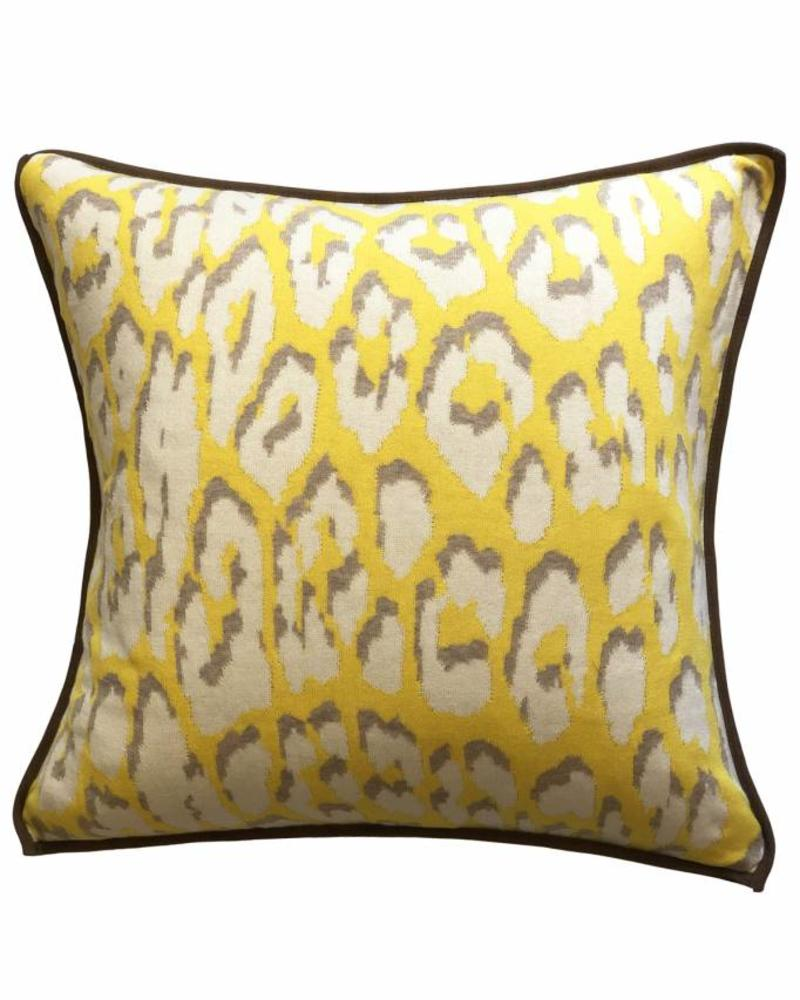 "COTTON KNITTED LEOPARD PILLOW: 21"" X 21"":  YELLOW"