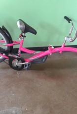 Consignment Wee-Ride Co-Pilot Tag-a-Long Pink