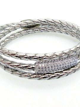 LIZA SCHWARTZ SOBE BAR TRIPLE WRAP BRACELET IN METALLIC SILVER