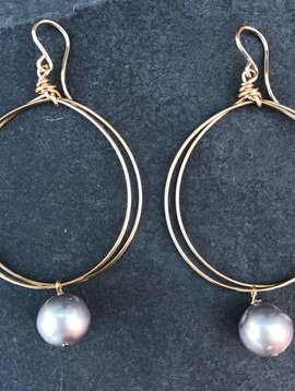 CINDY BORDERS GOLD CIRCLE WITH GREY PEARL