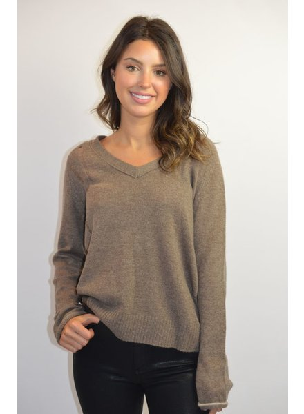 RAQUEL ALLEGRA V NECK PULLOVER IN BROWN