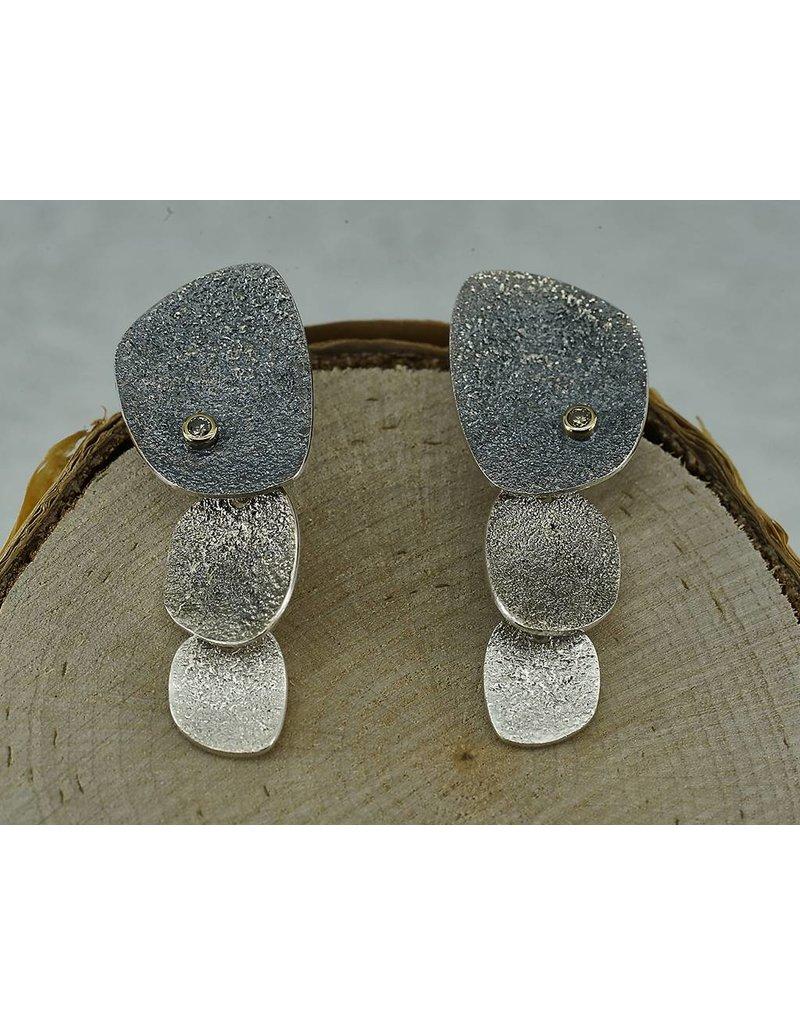 Jenny Reeves 3 PC Pebble Ear w 2MM Champ.Diamonds Posts