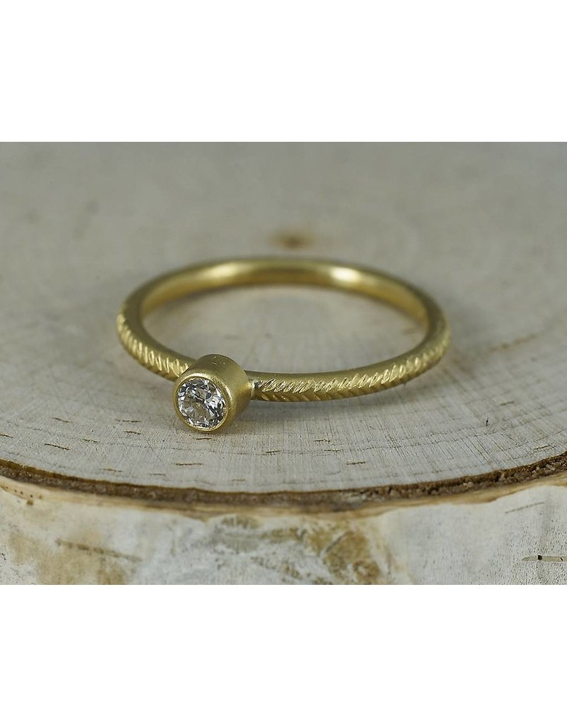 Sarah Swell Jewelry Feather Solitaire 18k Gold-.15ct size 6.5