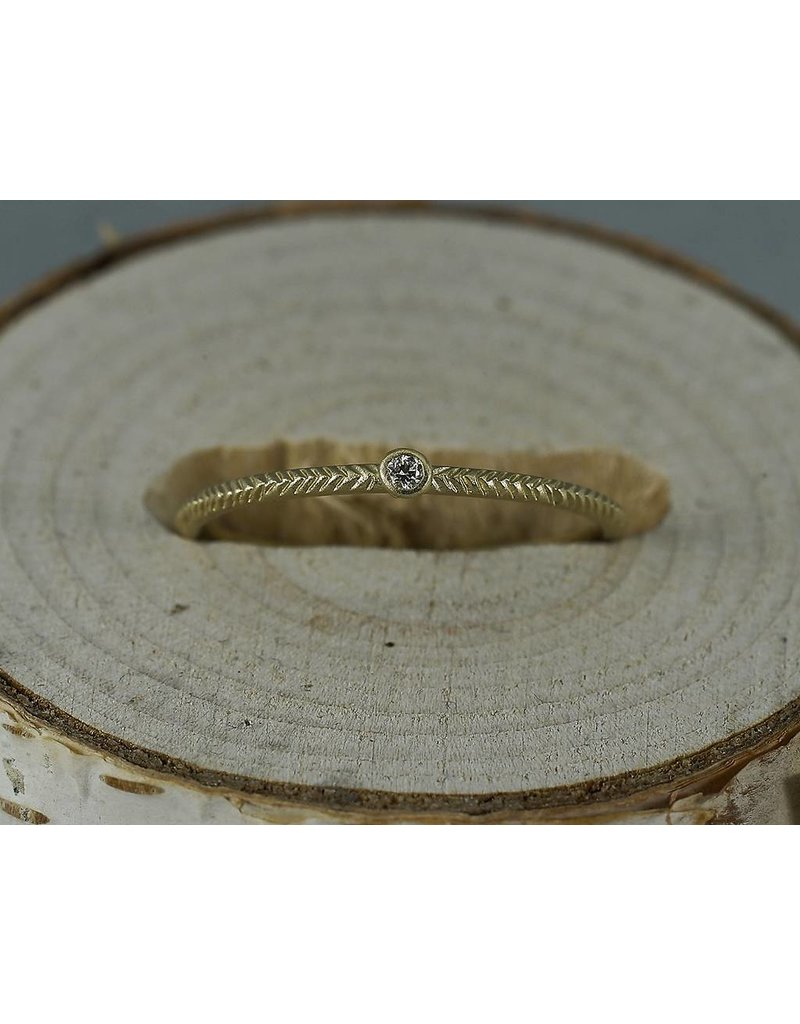 Sarah Swell Jewelry Feather Stacker .02ct Diamond 14ky-size 6