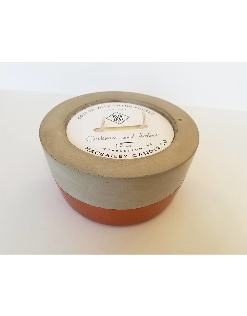 MACBAILEY CANDLE CO. Oakmoss & Amber-12oz