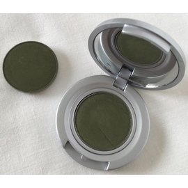 Eyes Ivy RTW Eyeshadow Compact