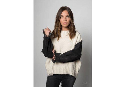 Nouveau Noir DD Sweater Beige/ Denim Sleeves