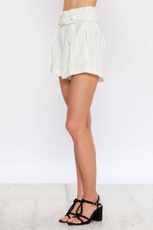 Pinstripe Pleated Shorts W/Circle Belt