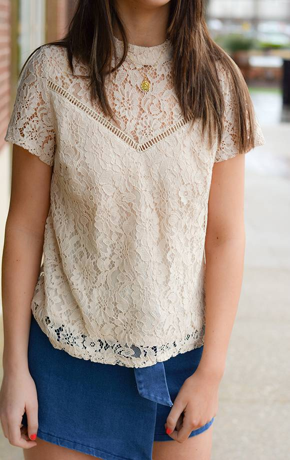 Lace Mandarin Collar S/S Top