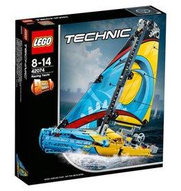 LEGO Classic LEGO Technic Racing Yacht