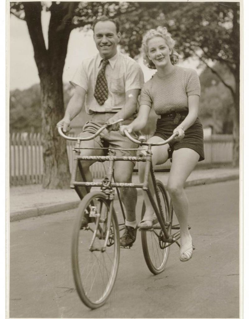 "Buddy Bikes ""Sociable"" Tandem In The Box"