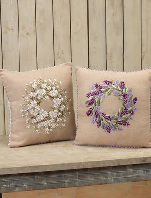 Burlap Wreath Pillow (2 Styles)