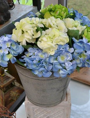 Mini Hydrangea Pick (3 Colors)