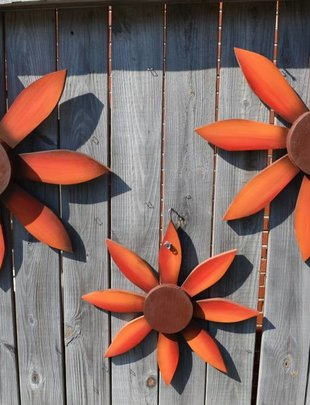 Red Wooden Wall Flower (3 Styles)