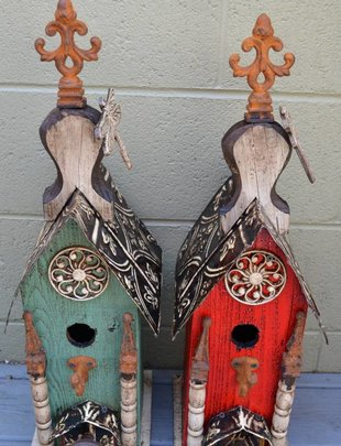 Dragonfly Medallion Lorenzo Birdhouse (2 Colors)