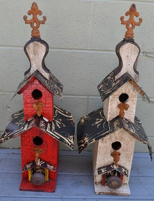 Old Hut Lorenzo Birdhouse (2 Colors)