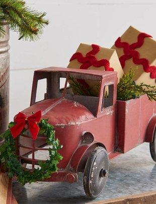 Vintage Truck w/ Wreath
