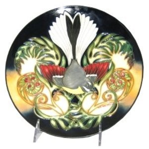 Moorcroft Pottery Moorcroft New Zealand Plate 783/8