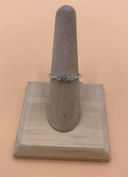iiShii Silver Ring 3 Round Crystals SZ8