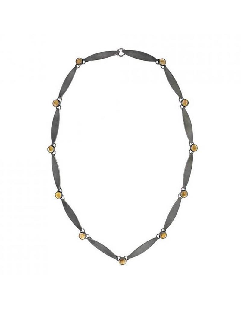 Short Queue Necklace with Golden Mica in Oxidized Silver