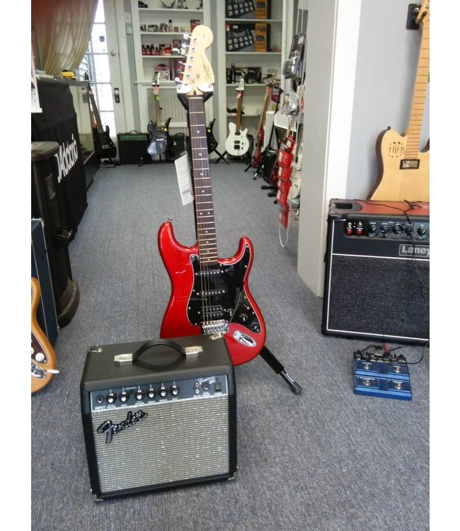 SQUIER Affinity Series Stratocaster HSS Guitar Pack Candy Apple Red
