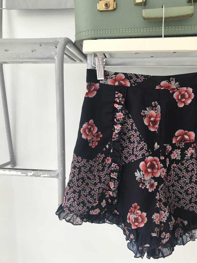 Dark Floral Short