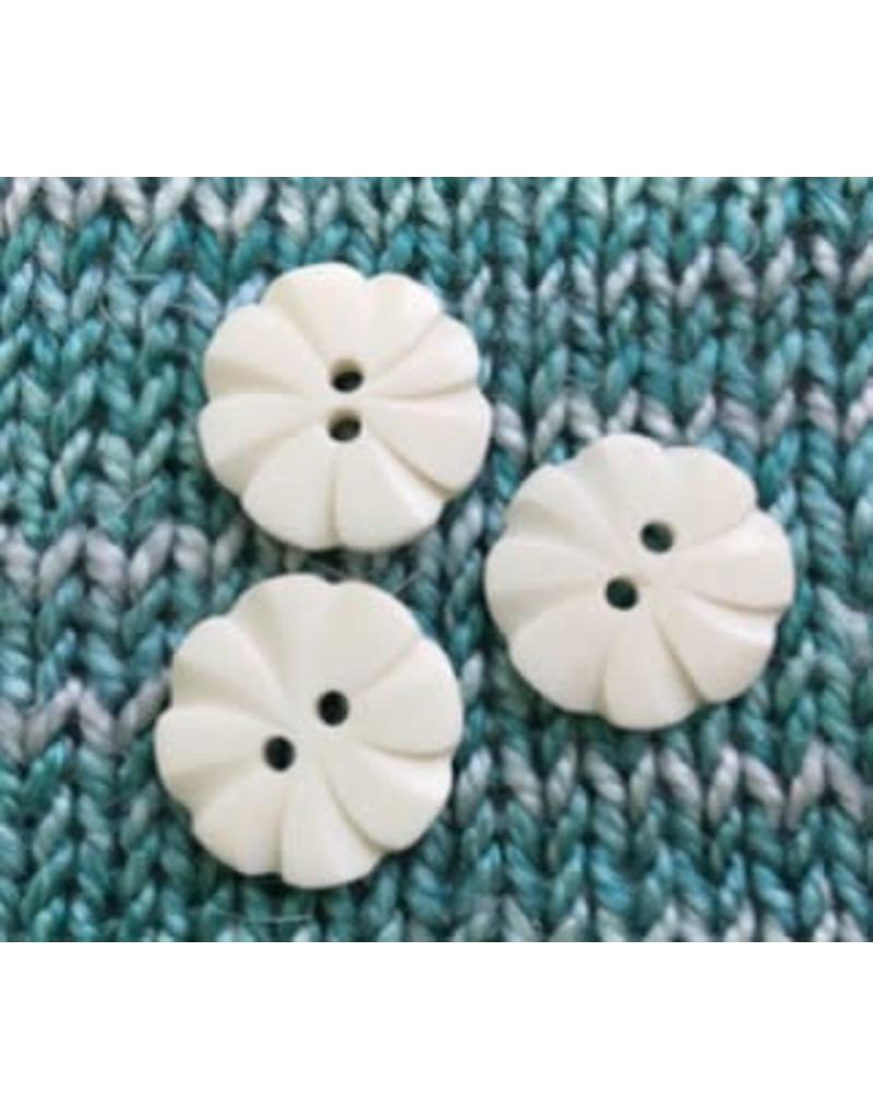 Art of Yarn *Buttons  - Shell, carved flower 3/4, 1.75 cm''