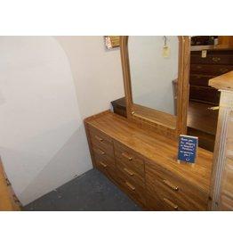 9 dr dresser w/mirror oakwrap