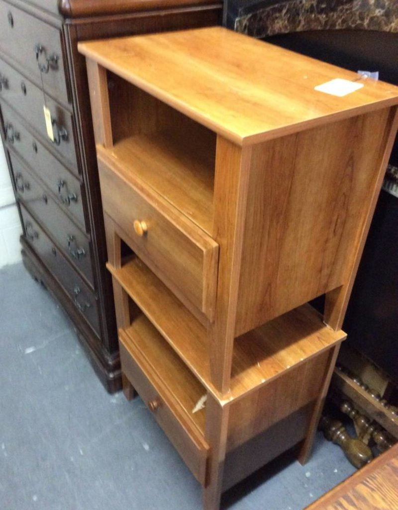 Pair end tables / 1 drawer