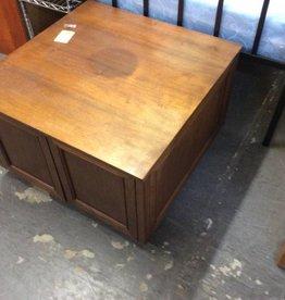 Square end table oak