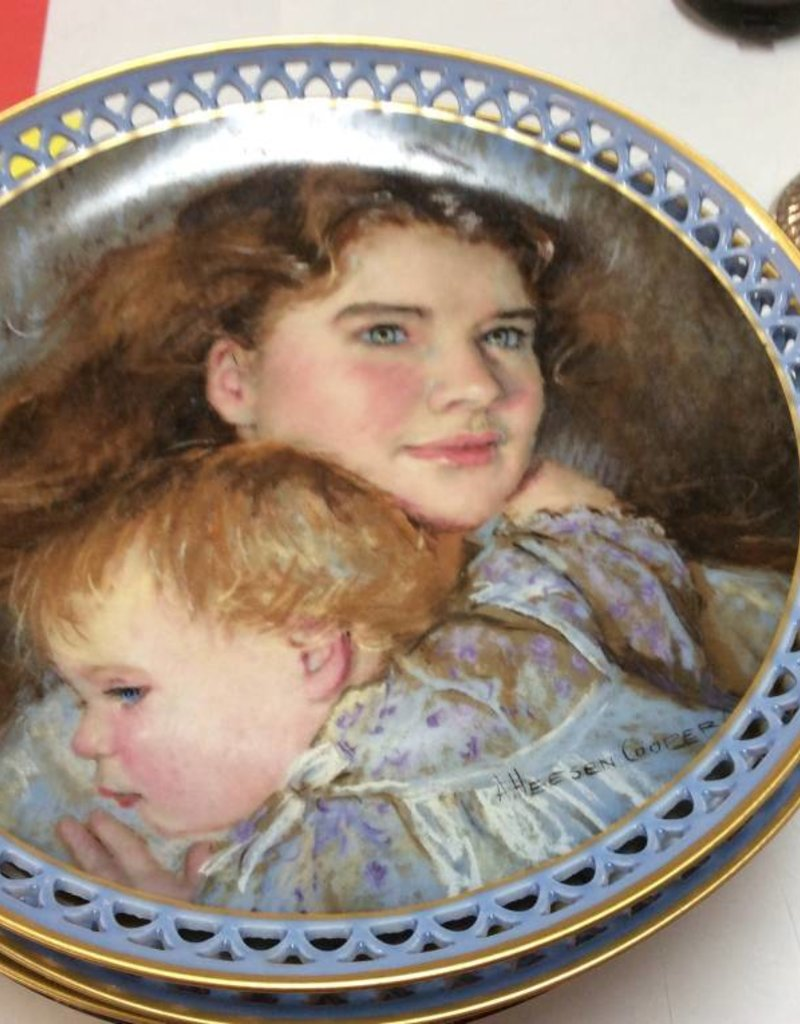Decor plate woman with baby
