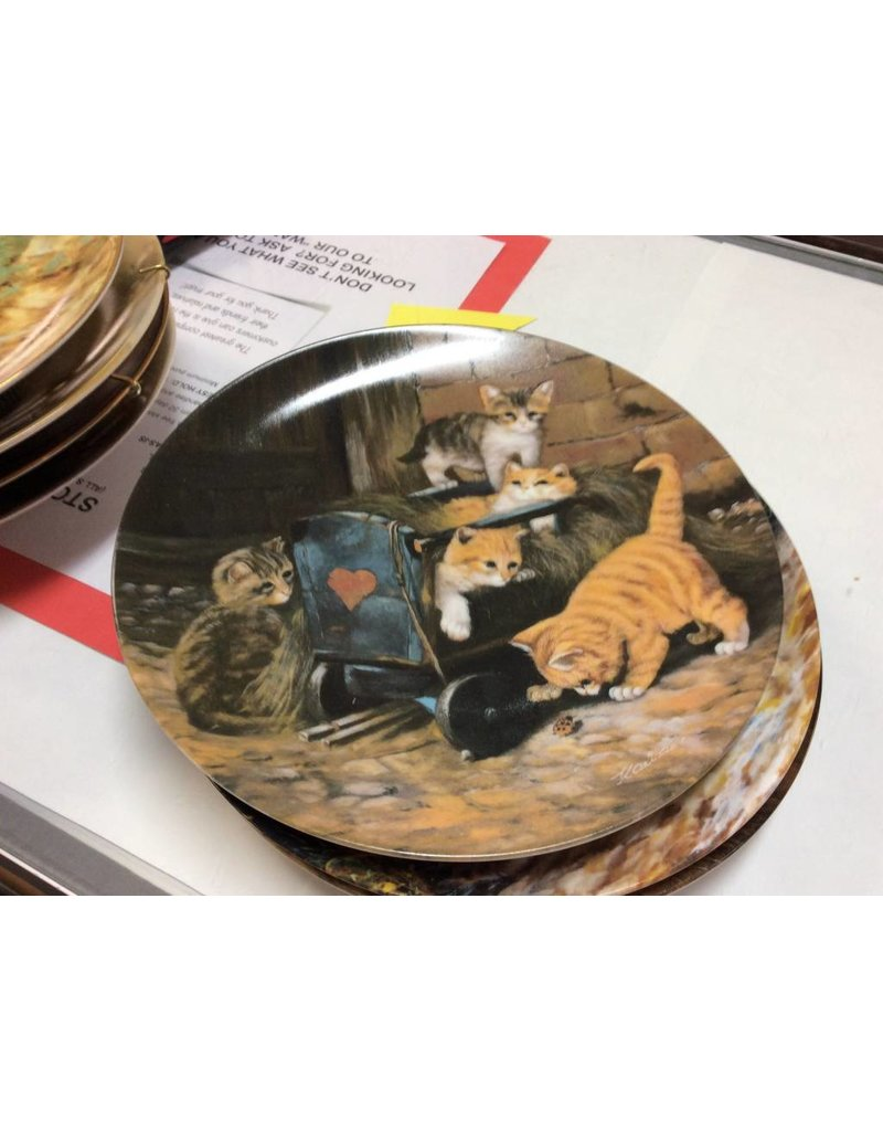 Decor plate kittens and lady bug