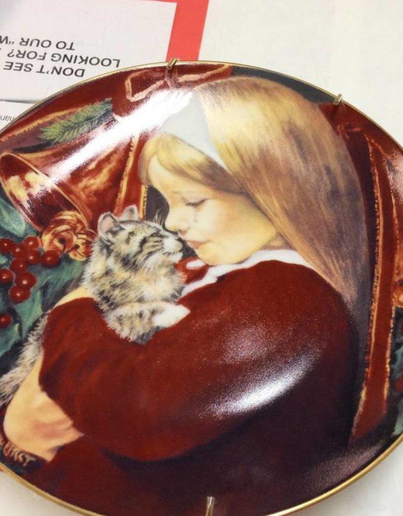 Decor plate girl with kitten
