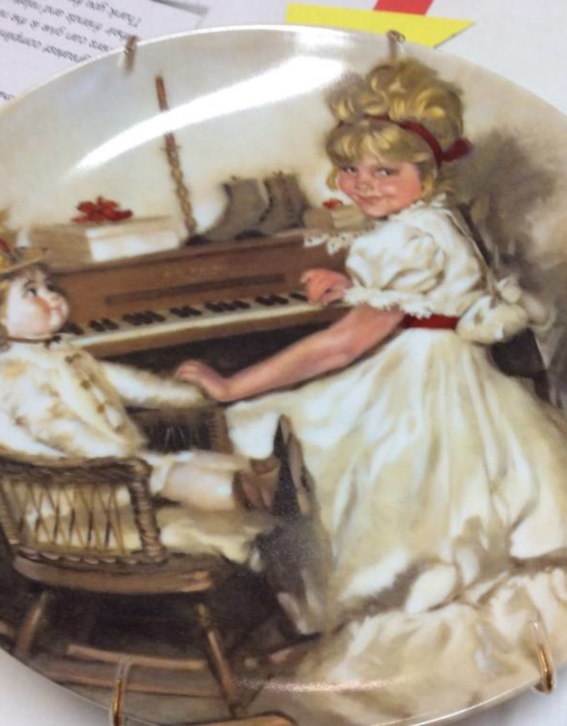 Decor plate girl and doll