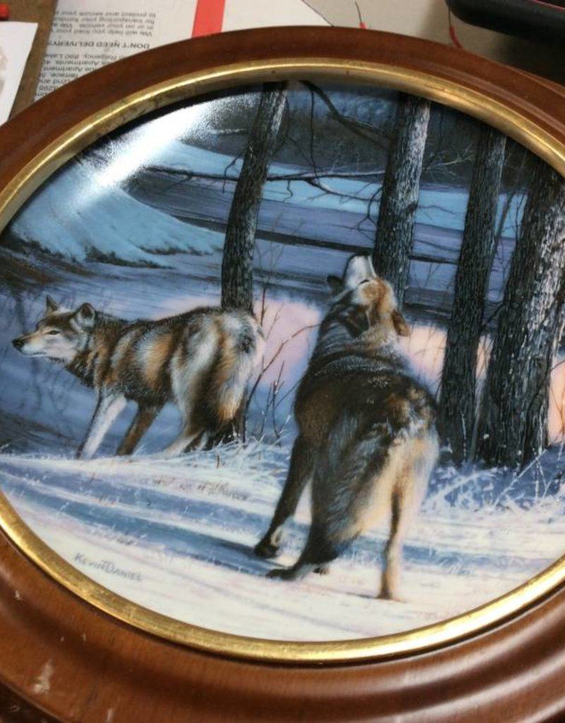 Decor plate wolfs