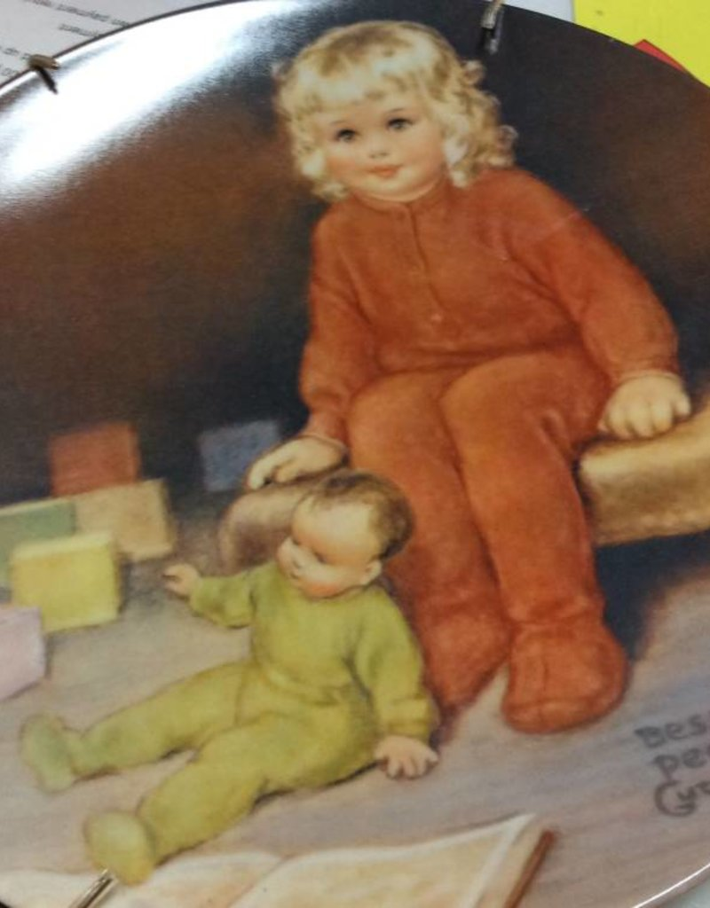 Decor plate girl with baby and blocks