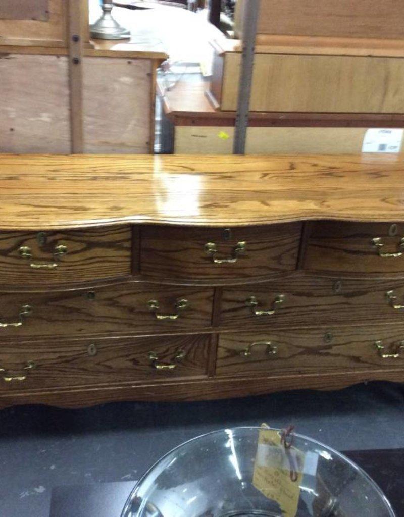 7 drawer dresser / oak