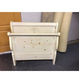 Twin sleigh bed / cream