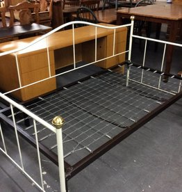 Daybed with trundle white metal