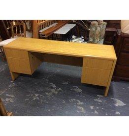 6' Double ped desk / oak