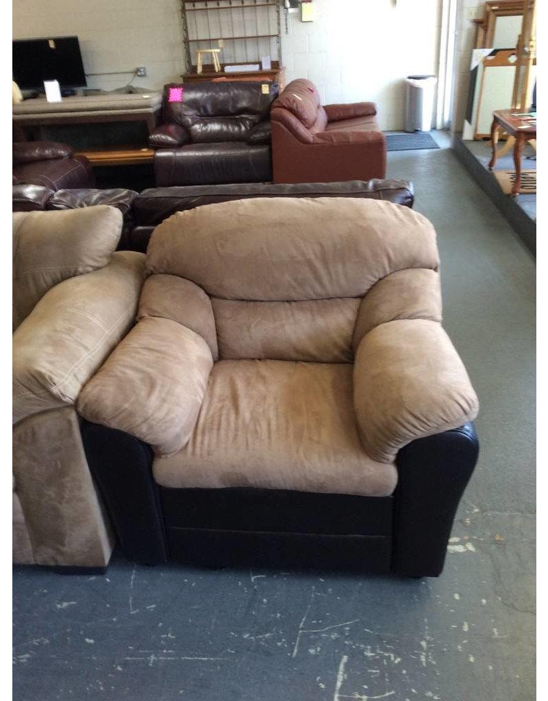 Chair / brown micro