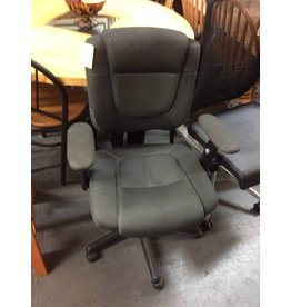 Office chair / black w arms