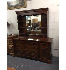 7 drawer dresser / pine w lighted hutch