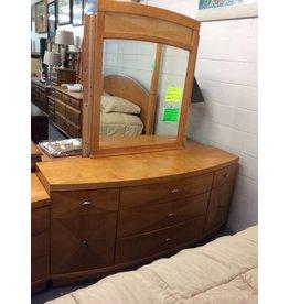 9 drawer dresser w mirror / maple