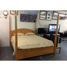 California king bedstead / maple