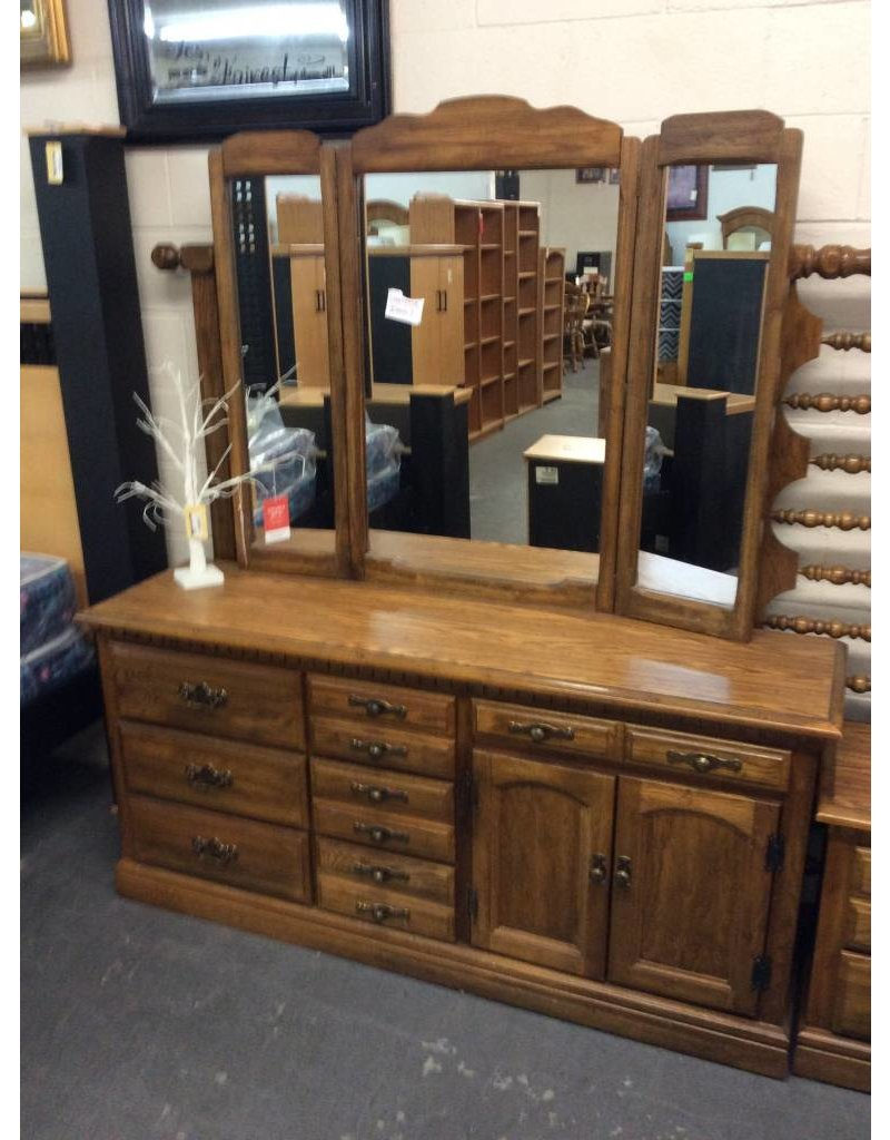 7 drawer dresser w mirror / walnut