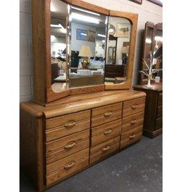 9 dr dresser / oak w mirror