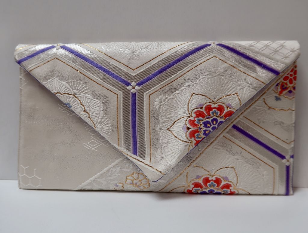 Leina Aonuma WHITE LAVENDER/GOLD FLOWER- POINTED FLAP: OBI CLUTCH